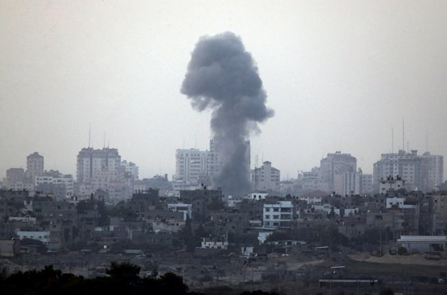 A plume of smoke is seen over central Gaza Strip, after an airstrike by Israeli forces, as seen from the Israel Gaza border, Monday, Nov. 19, 2012. Israeli aircraft struck crowded areas in the Gaza Strip and killed a senior militant with a missile strike on a media center Monday, driving up the Palestinian death toll to 96, as Israel broadened its targets in the 6-day-old offensive meant to quell Hamas rocket fire on Israel. (AP Photo/Lefteris Pitarakis)