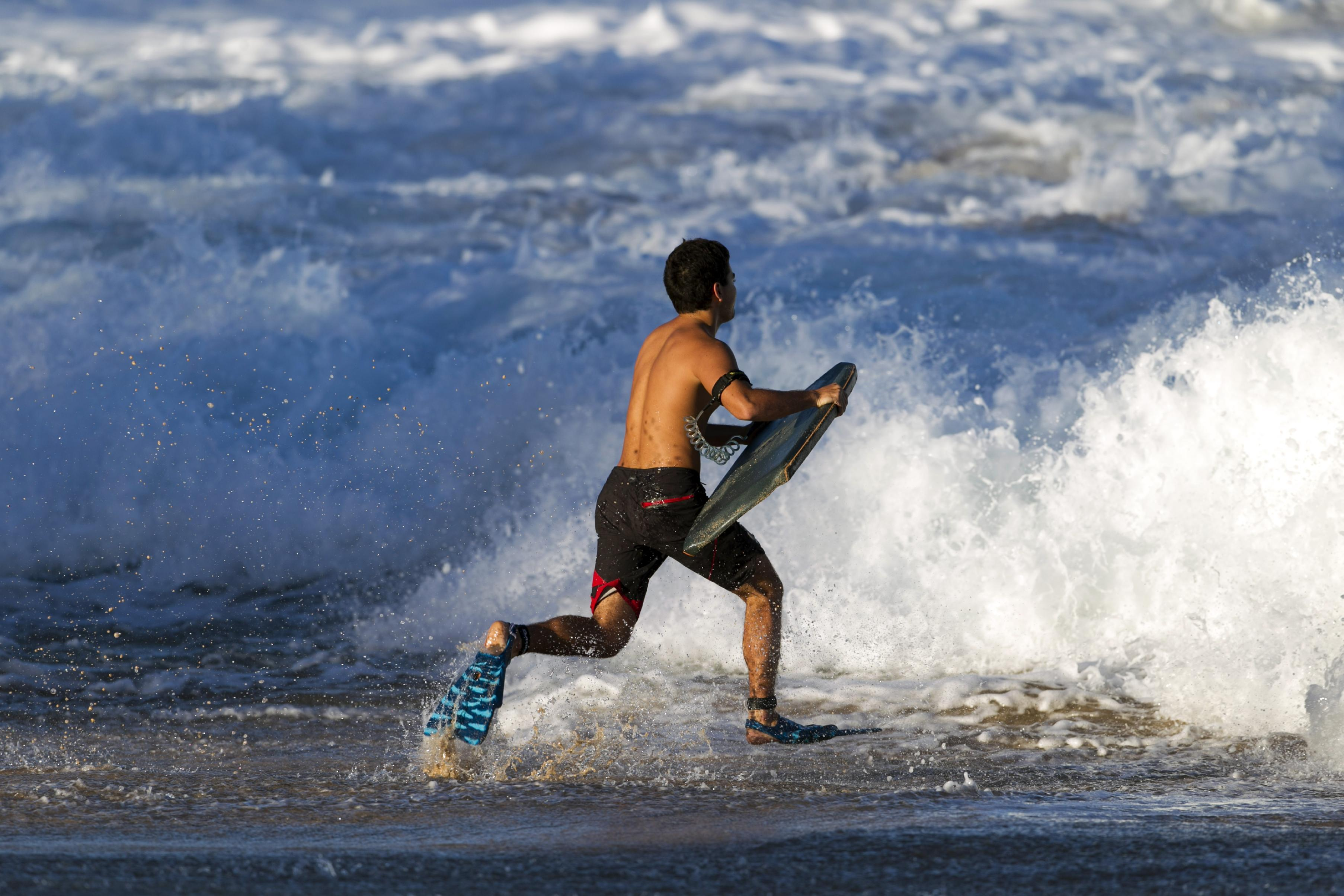 Hawaii's big-wave surf competition called off