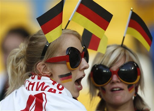 EURO 2012 LIVE: Germany-Denmark; Portugal-Dutch