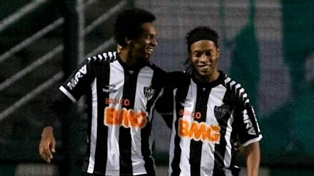 Jo and Ronaldinho playing for Atletico Mineiro