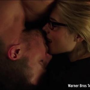 EXCLUSIVE: Emily Bett Rickards Plays Matchmaker – Reveals Which Girl Belongs With Barry on 'The Flash'