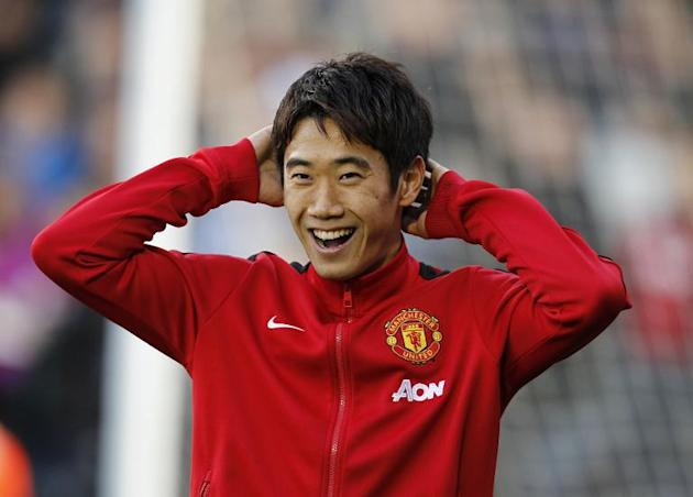 Manchester United's midfielder Shinji Kagawa warms up before the English Premier League football match at Craven Cottage in London on November 2, 2013