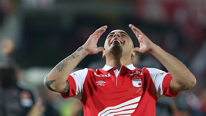 Santa Fe's Omar Perez celebrates at the end of the Colombian league soccer final game against Deportivo Independiente Medellin in Bogota, Colombia, Sunday, Dec. 21, 2014. Santa Fe won the championship with a 3-2 aggregate score. (AP Photo/Fernando Vergara)