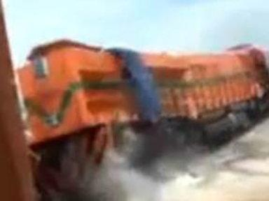 Caught On Video: Deliverymen Drop 200-Ton Train