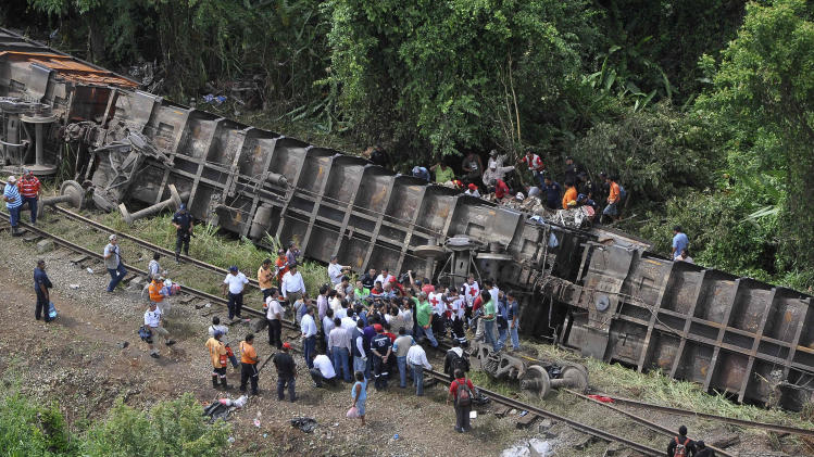 Mexico migrant train derails; at least 5 dead