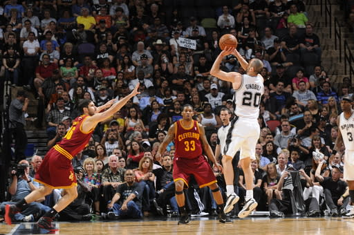 Spurs win 7th straight, increase West lead