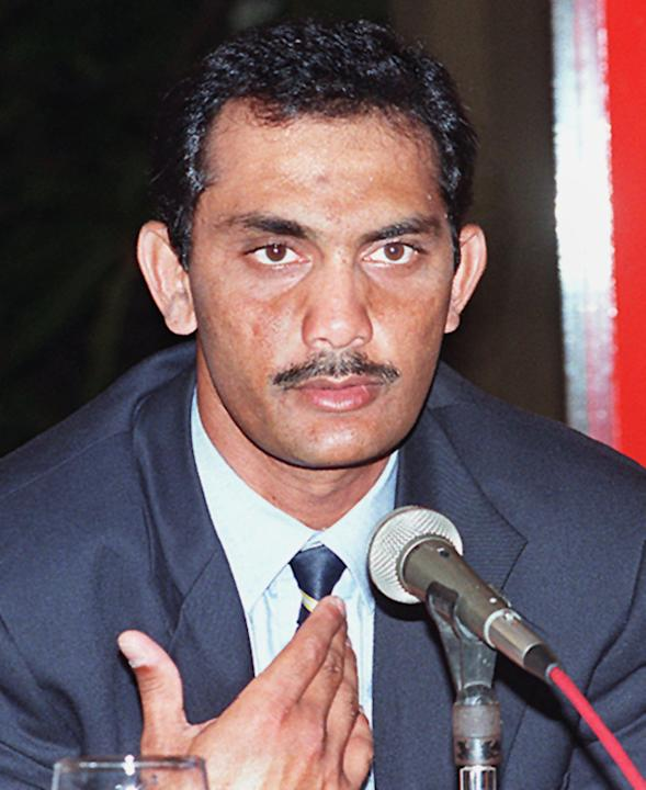Indian skipper Mohammad Azharuddin speaks to repor