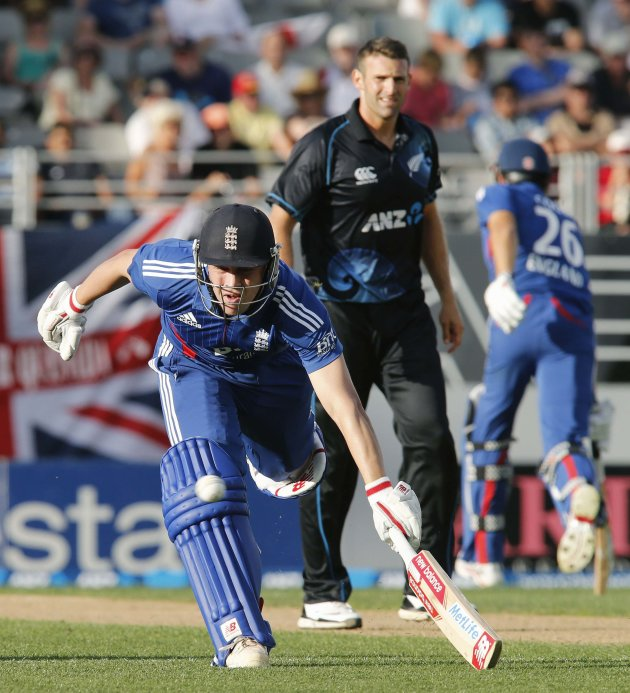 Trott of England makes his ground watched by Ellis of New Zealand during the final cricket match of their one day international series at Eden Park, Auckland