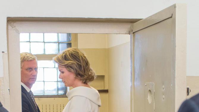 King Philippe of Belgium, left, and Queen Mathilde of Belgium, right, stand in a cell during their visit in a former GDR remand prison of the secret police on the occasion of a meeting of the heads of state of Germany, Belgium, Liechtenstein, Luxembourg, Switzerland and Austria in Rostock, Germany, Thursday, Sept. 18, 2014. (AP Photo/dpa, Jens Buettner, Pool)