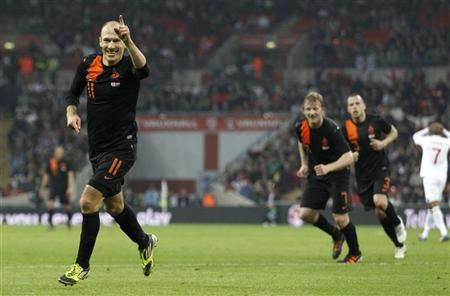 Holland&#39;s Arjen Robben celebrates scoring the winning goal during their international friendly match against England at Wembley Stadium in London