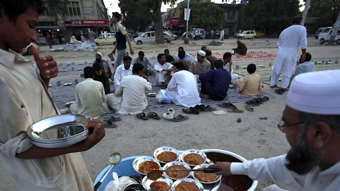 Pakistani volunteers prepare food for devotees to break their Ramadan fast in Islamabad, Pakistan, Sunday, July 5, 2015. Muslims across the world are observing the holy fasting month of Ramadan, when they refrain from eating, drinking and smoking from dawn to dusk. (AP Photo/Anjum Naveed)