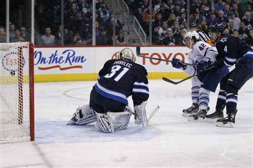 Maple Leafs upend Jets 3-2