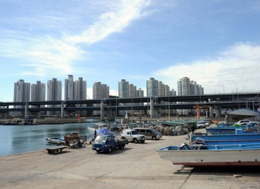 <p>A general view shows high rise buildings in downtown Busan, pictured on October 9. S.Korea's central bank on Thursday cut its key interest rate by 25 basis points to 2.75 percent in response to growing indications of a stronger than expected deceleration in economic growth.</p>
