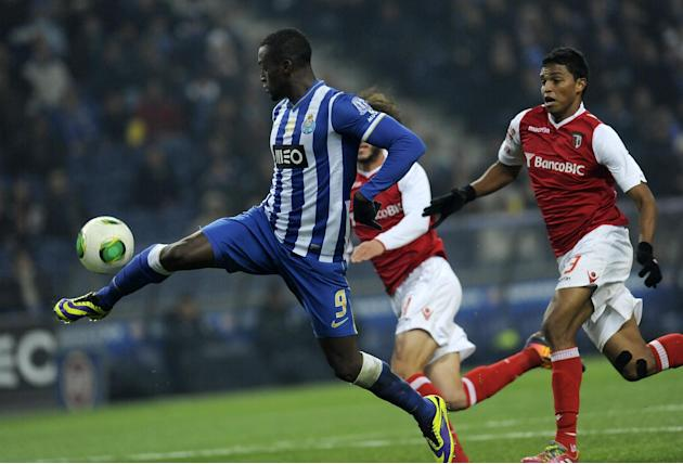 FC Porto's Jackson Martinez, left, from Colombia controls the ball past Sporting Braga's Aderlan Santos, from Brazil, in a Portuguese League soccer match at the Dragao Stadium in Porto, Portug