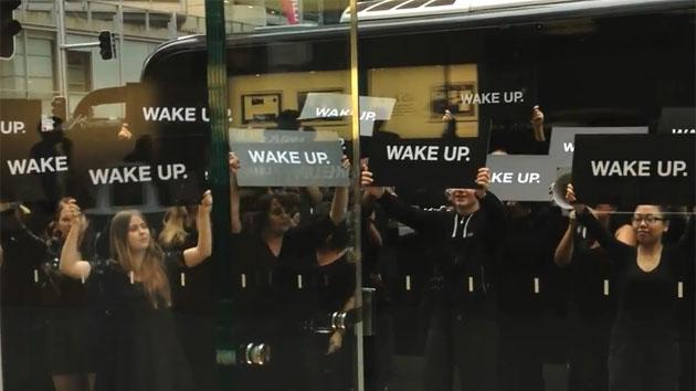 RIM, not Samsung, reportedly behind 'Wake Up' Apple protests