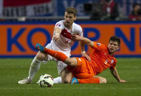 Hiddink insists Dutch will qualify despite setback