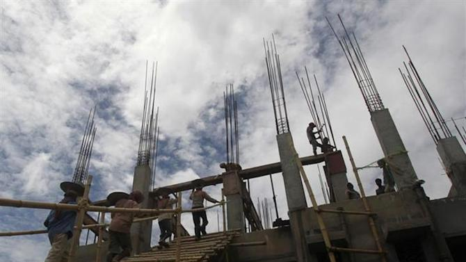 Labourers work at the construction site of a commercial complex in Agartala, capital of Tripura August 27, 2013. REUTERS/Jayanta Dey/Files