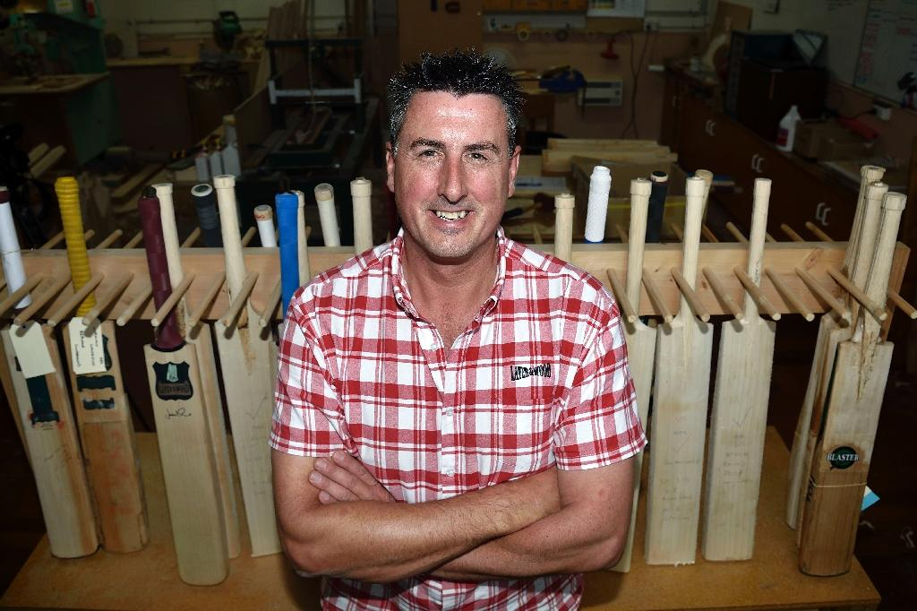 Old-time master carves 'Stradavarius in willow'