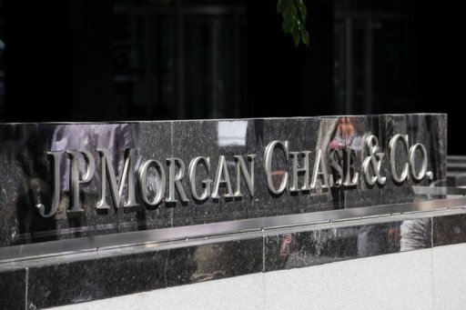 Three JPMorgan Chase senior executives are set to resign this week over the firm's $2 billion loss on derivatives trades