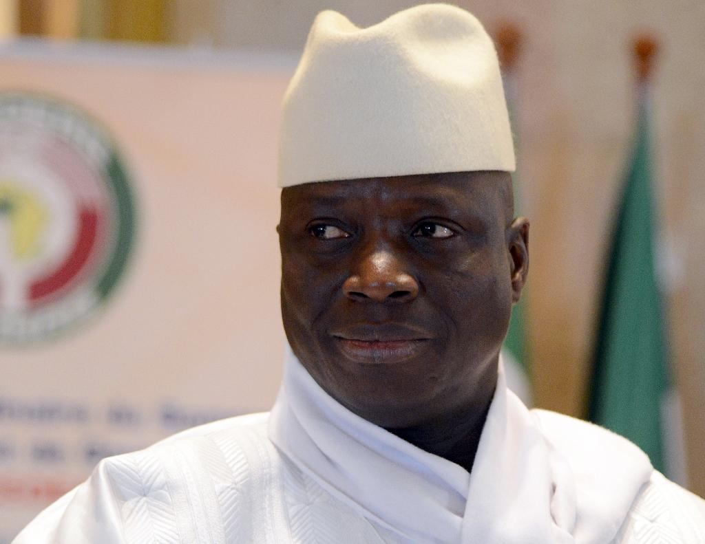Gambia's Jammeh clings on as tourists flee