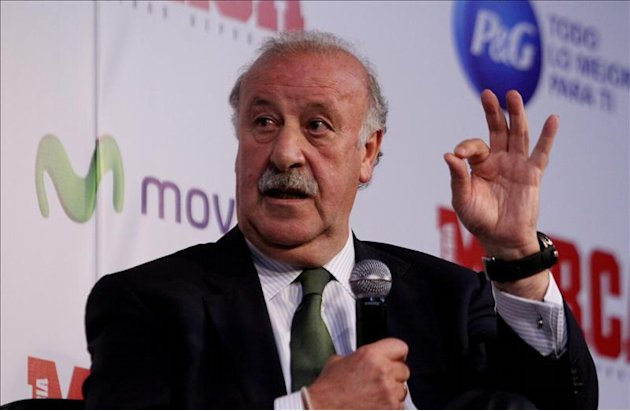 El seleccionador nacional de ftbol, Vicente del Bosque, ha afirmado hoy que una de sus obligaciones es respaldar a los jugadores y en el caso del portero del Real Madrid ker Casillas afirm que, &quot;ya