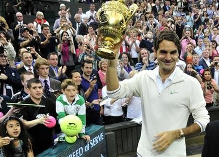 Roger Federer depués de vencer a Andy Murray. REUTERS.