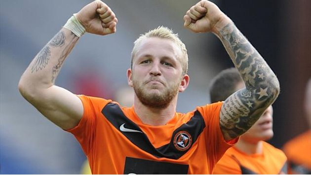 Football - Dundee United battle for last-gasp draw with Hibs