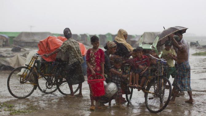Cyclone Mahasen fizzles as it hits Bangladesh