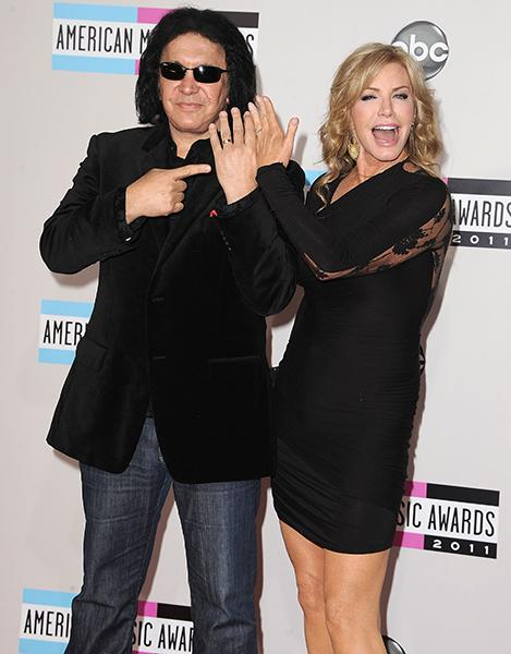 Gene and Shannon showing off their wedding rings at the AMAs last year