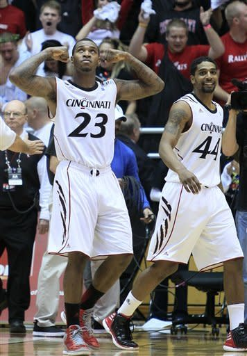 No. 17 Cincinnati beats Alabama 58-56 on last shot