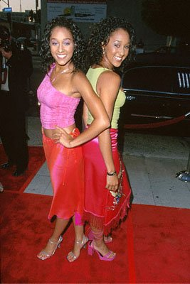 Premiere:  Tia Mowry and Tamera Mowry at the L.A. Cinerama Dome premiere of 20th Century Fox's Big Momma's House - 5/31/2000