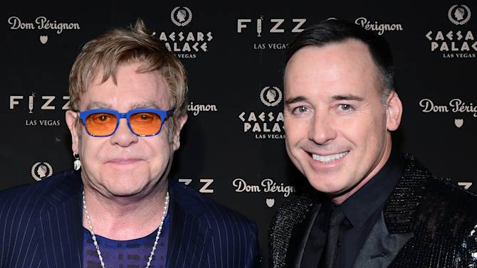 British pop music icon Elton John and his partner David Furnish will be the guests of honor when the Human Rights Campaign hosts its annual gala, the LGBT rights group say