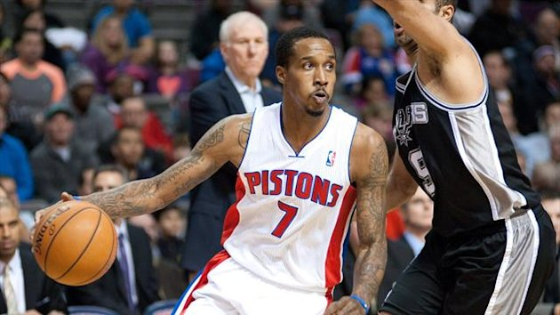 Detroit Pistons point guard Brandon Jennings (7) drives past San Antonio Spurs point guard Tony Parker (9) (Reuters)