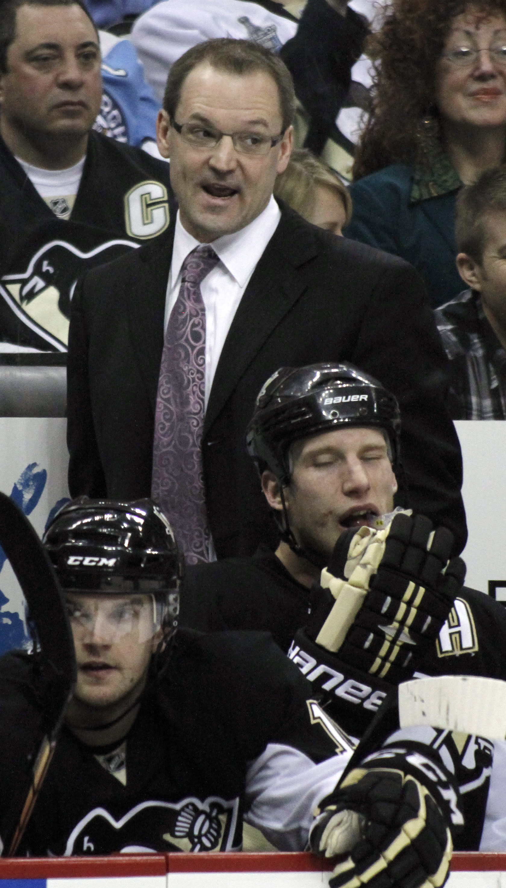 Penguins GM: Dan Bylsma free to pursue any coaching job