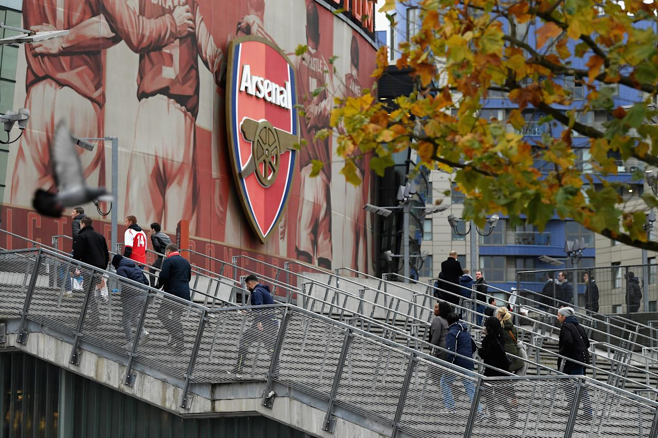 <p>The fans start to arrive at the Emirates</p>
