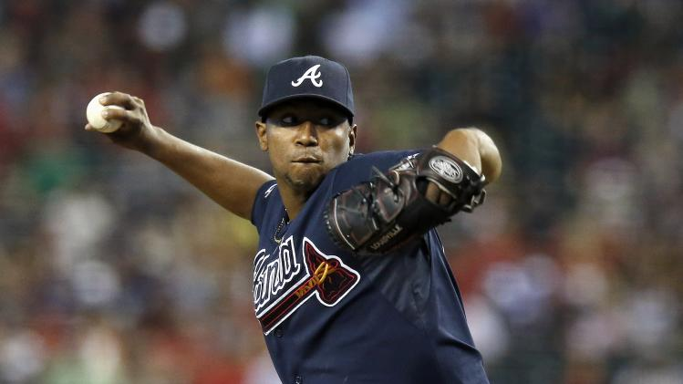 Kimbrel sets Braves saves record in 5-2 win