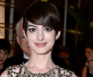 Anne Hathaway Wins Best Supporting Actress Oscar for 'Les Miserables'