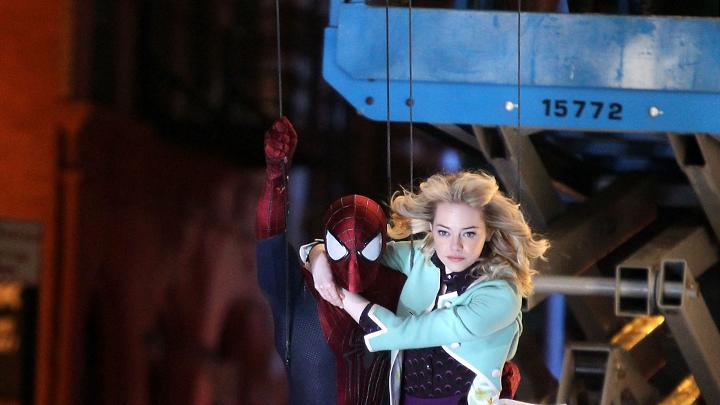 "Andrew Garfield and Emma Stone on location for  ""The Amazing Spiderman 2"""