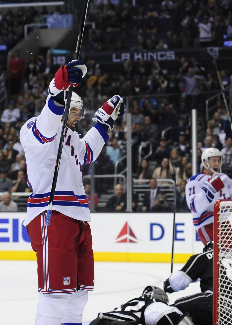 NY Rangers beat LA Kings 3-1 with Quick's mistake