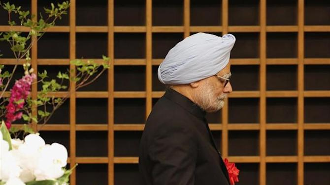 Prime Minister Manmohan Singh walks towards the podium to deliver his speech at a hotel in Tokyo May 28, 2013. REUTERS/Yuya Shino/Files