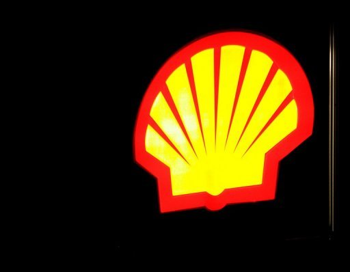 <p>A Shell gas sign is seen on September 20, 2008 in Manassas, Virginia. Energy giant Royal Dutch Shell said on Thursday that net profits climbed by two percent to $7.139 billion (5.514 billion euros) in the third quarter, when the group faced weaker oil and gas prices.</p>