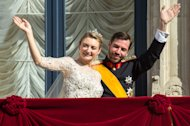 Luxembourg&#39;s Prince Guillaume and Countess Stephanie wave from the balcony of the Royal Palace after their wedding in Luxembourg, Saturday, Oct. 20, 2012. (AP Photo/Geert vanden Wijngaert)