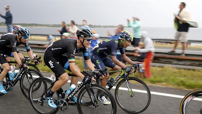 TDF252. Zelande (Netherlands), 05/07/2015.- Movistar team rider Alexander Nairo Quintana of Colombia (R) in action during the 2nd stage of the 102nd edition of the Tour de France 2015 cycling race, over 166Km from Utrecht to Zeland, Netherlands, 05 July 2015. (Ciclismo, Francia, Países Bajos; Holanda) EFE/EPA/SEBASTIEN NOGIER
