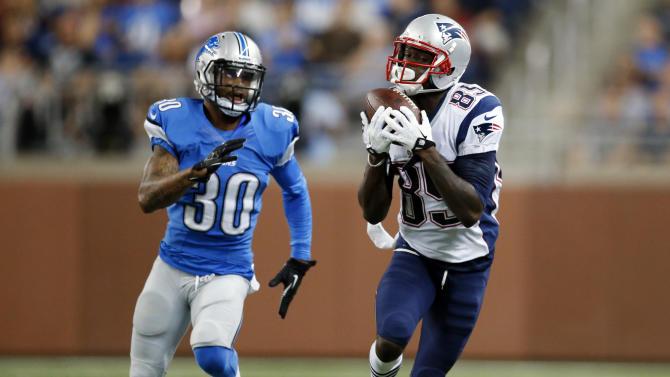 Reggie Bush shines, Lions beat Patriots 40-9