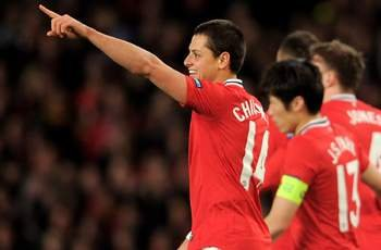 'Chicharito wants to stay at Manchester United,' says his father