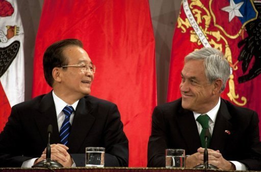 <p>Chilean President Sebastian Pinera (R) and China's Premier Wen Jiabao speak after the signing of agreements at La Moneda presidential palace in Santiago. China's Prime Minister Wen Jiabao called Tuesday for launching an economic cooperation forum to forge closer ties between Beijing and Latin America, amid a dramatic surge in bilateral trade.</p>