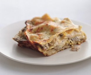 Cheesy Chicken and Mushroom Lasagne. Photo by Romulo Yanes