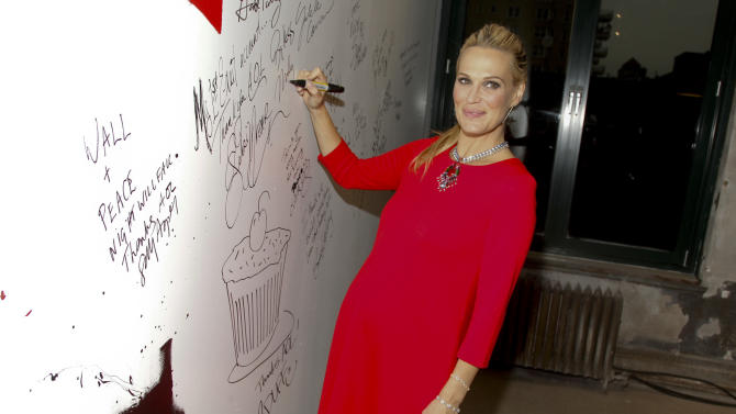 "Actress and model Molly Sims attends AOL's BUILD Speaker Series to discuss her new book, ""The Everyday Supermodel,"" at AOL Studios on Thursday, Jan. 29, 2015, in New York. (Photo by Andy Kropa/Invision/AP)"