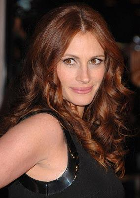 Julia Roberts at the Los Angeles premiere of Universal Pictures' Charlie Wilson's War