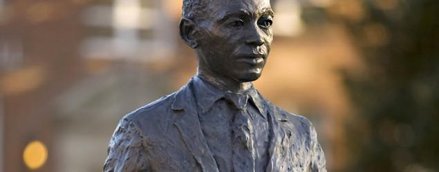 Man charged over noose on Ole Miss statue